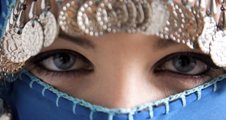 Sotto il velo bellissime le donne musulmane e la - Perche le donne musulmane portano il velo ...